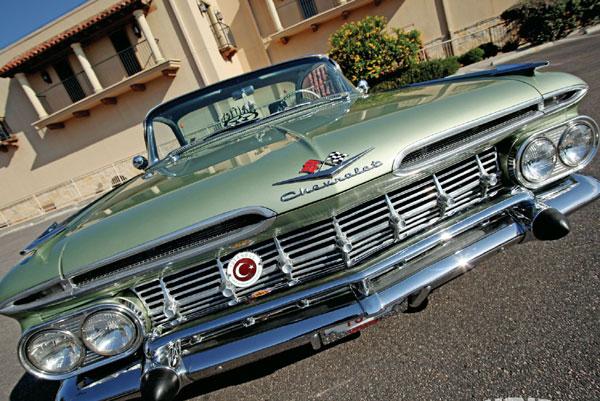 Satilik klasik otomobil panjur armasi